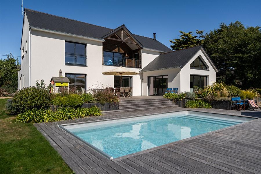 maison neuve contemporaine avec piscine